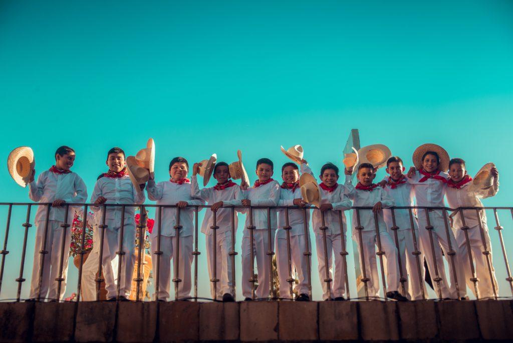Mexicanen op een brug