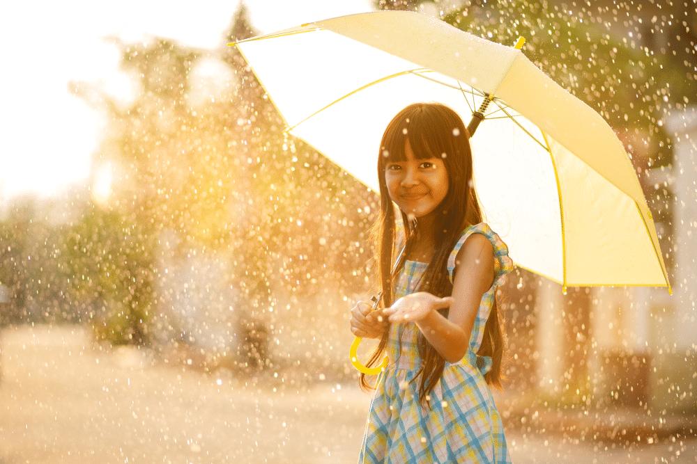 Thais meisje met een paraplu